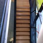 Après : Pose marche en bois Escalier dans école à Sarcelle
